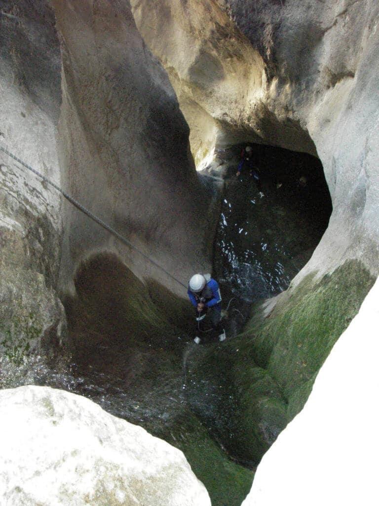 Descente en rappel dans le canyon de Morghé Maglia