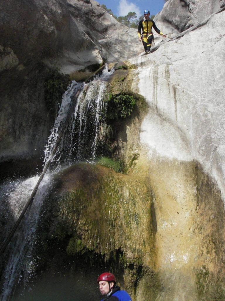 Saut dans le canyon de Cuébris - Lesgeckos