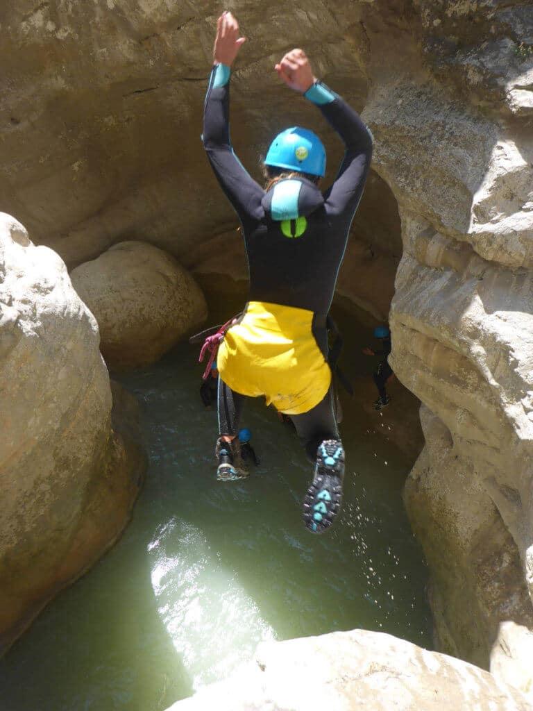 Saut dans le canyon du Riolan - Lesgeckos